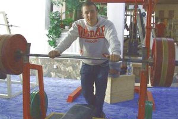 M. Čaba výkonom 187,5 kg vytvoril nový svetový rekord v kat. dorastencov (16-17 r.).