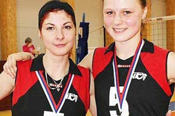 Poltárčanka Jana Weidnerová (vľavo) so spoluhráčkou.