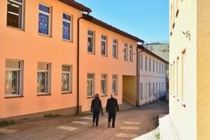 Škola v Lomničke kapacitne nestíha.