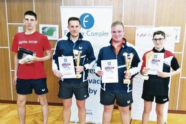 Víťazi kategórie registrovaných hráčov - zľava Kristián Szolnoki, Tomáš Špleha, Ladislav Piatrik a Jakub Gašparík.