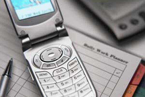 Na surfovanie po internete využíva telefón necelých šestnásť percent opýtaných.