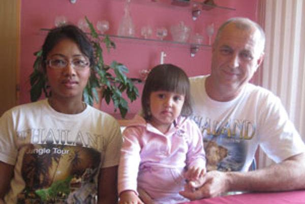 Šťastná rodina. Saranya si postupne zvyká na život na Slovensku.