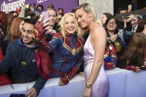 Brie Larson sa fotí s fanúšičkou na premiére filmu Avengers: Endgame.