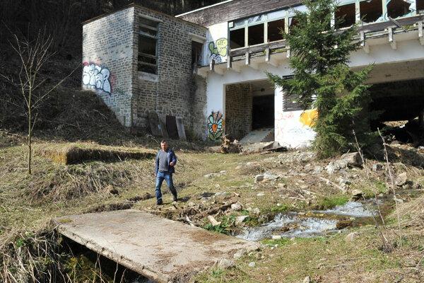 Kedysi dolná stanica lanovky na Martinské hole. Zostali z nej iba ruiny.