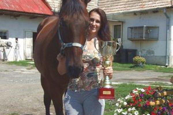 Lucia Kosková venuje koňom všetok svoj voľný čas. Na foto so slávnym Figarom.