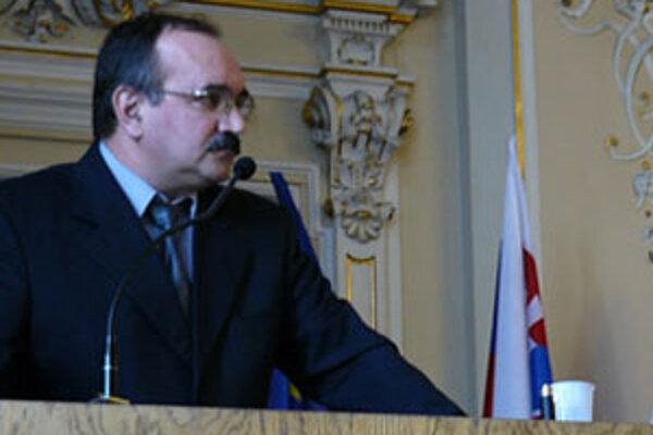 Ján Valuš zotrvá vo svojej funkcii do konca októbra.