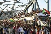Masové demonštrácie proti vládnucej vojenskej rade sa v Sudáne konali aj v utorok.