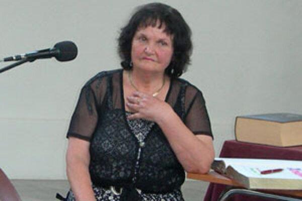 Poetka napísala aj dve zbierky povestí z prostredia Novohradu – Mara medvedia a Poludnica z Čerepeša.