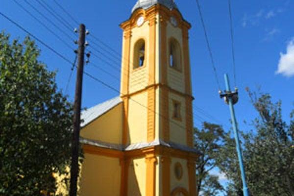 Veža sa odkláňa od svojej osi minimálne pol storočie.