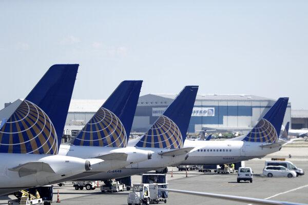 Uzemnené lietadlá Boeing Max spoločnosti United Airlines.