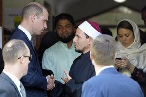 Princ William a imám Gamal Fouda pred mešitou v Christchurch.