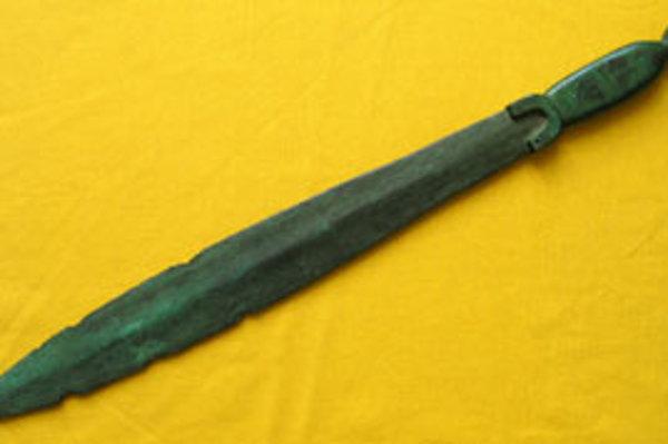 Kto a za akým účelom tento meč vyhotovil, zostáva nezodpovedanou otázkou.