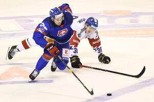 Na snímke zľava Marián Studenič (Slovensko) a Jakub Krejčík (ČR) v zápase Euro Hockey Challenge v ľadovom hokeji Slovensko - Česko v Trenčíne v piatok 26. apríla 2019.