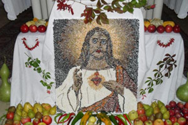 Nezvyčajný obraz Ježiša zhotovila Divínčanka Zita Kozová.