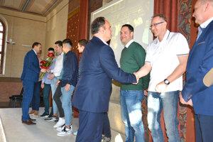 Ocenené boli aj najlepšie športové kolektívy mesta.
