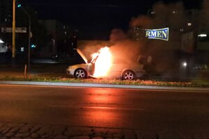 Požiar auta na Sekčove.