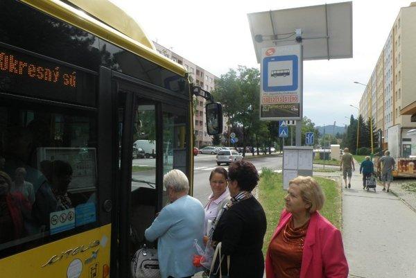Informačný panel je zatiaľ v Prievidzi len na zastávke na Ulici Ondrejova.