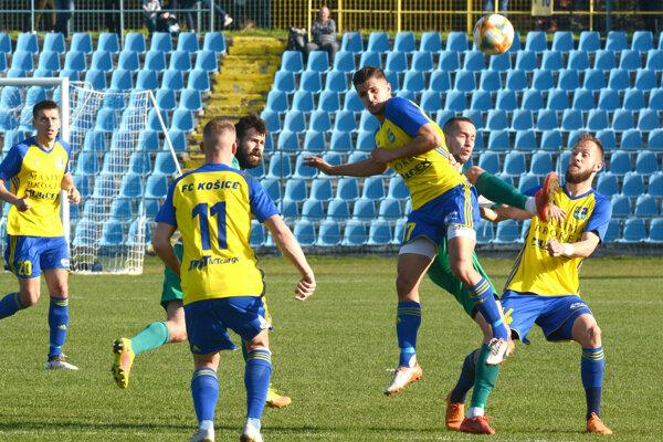 Žlto-modrí Košičania suverénne kráčajú za postupom do druhej ligy.