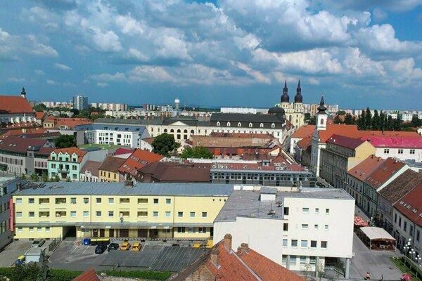 Mesto Trnava z Mestskej veže.