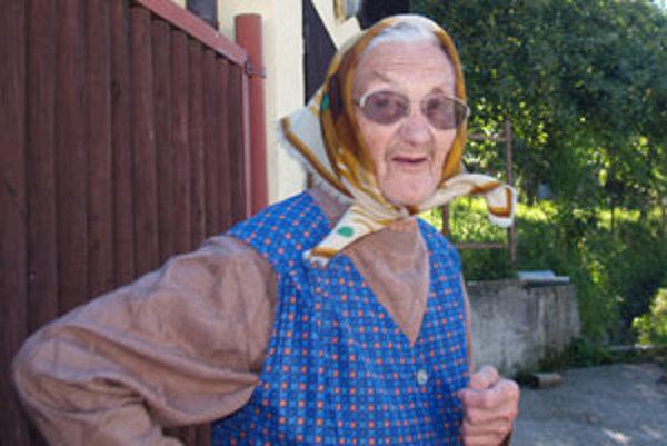 Mária Laššáková má 91 rokov. Na veľkú párty v prírode ju odviezol jej syn.