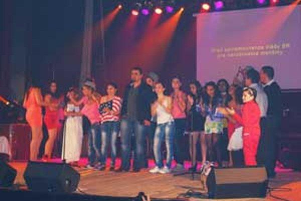 Na pódiu v Lučenci sa predstavili štrnásti súťažiaci.