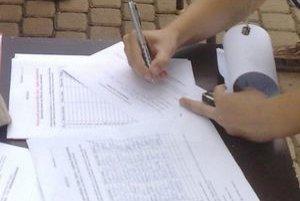 V písomnom podnete argumentujú členovia petičného výboru tým, že vystavili petičné hárky podľa zákona.