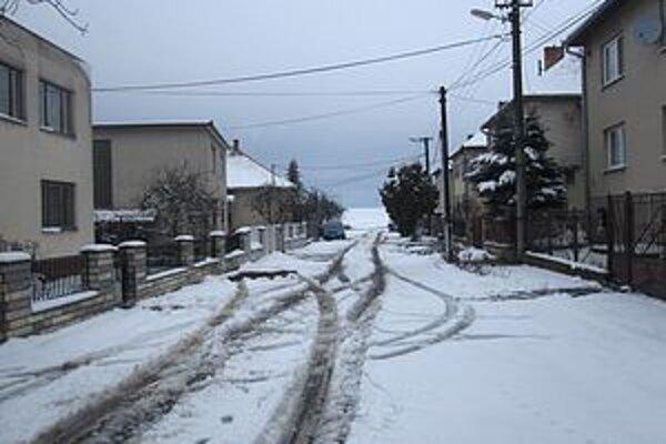 Zasnežená ulica pripomínala skôr január ako marec.