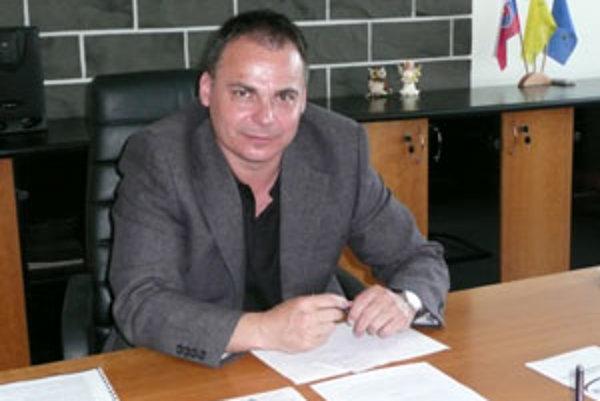 Dalibor Surkoš si na obleky veľmi nepotrpí. Radšej chodí v športovom.