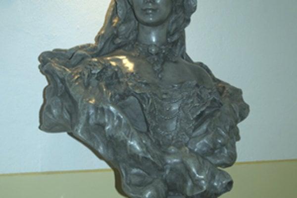 Busta krásnej Sisi zdobí vestibul Mestského úradu v Poltári.