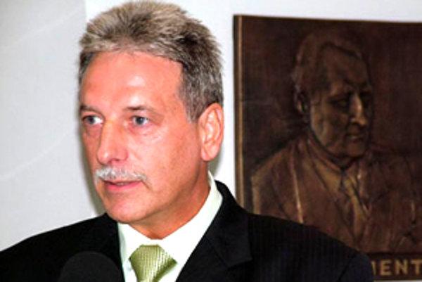 Primátor Tisovca Peter Mináč je presvedčený, že služby, ktoré im doteraz poskytovalo mesto Rimavská Sobota, si zabezpečia lacnejšie.