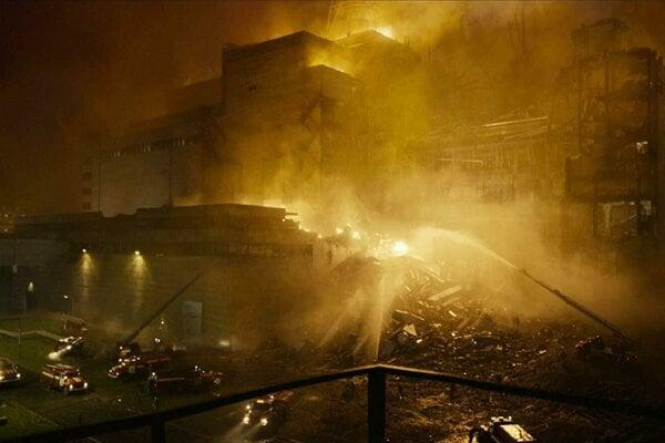 Výbuch reaktora číslo 4 v noci z 25. na 26. apríl 1986.