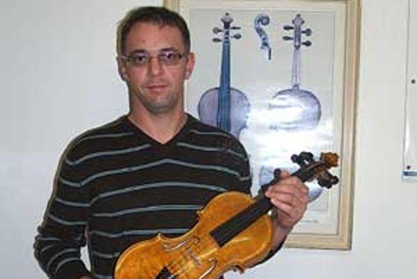 Ladislav Kobliček vyrezal prvú píšťalku, keď mal dvanásť rokov.