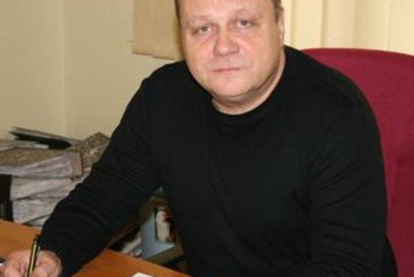 Hlavný kontrolór mesta Tornaľa Mikuláš Cmorík tvrdí, že samospráva bude musieť radikálne obmedziť výdaje a nákup.