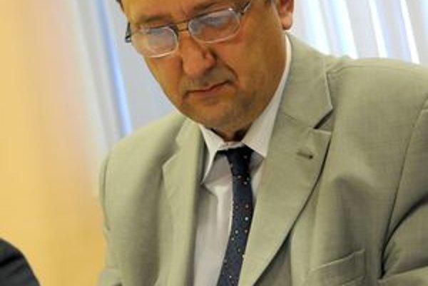 Majetok krtíšskej nemocnice za približne 6,63 milióna eur predal bývalý šéf zdravotníckeho zariadenia Martin Vachula za 100 eur.