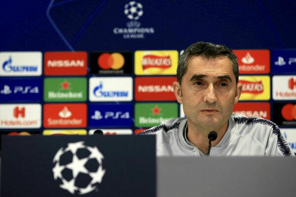 Ernesto Valverde počas tlačovej konferencie.