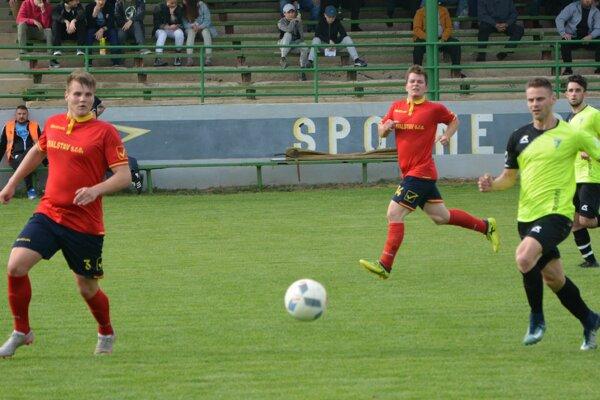 Jacovce doma vyhrali, štyri góly strelil Michal Kaman (vpravo).