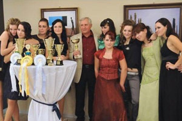 Víťazný klub jazdeckej ligy v parkúre koní Horseteam Koška na oceňovaní v Martine.