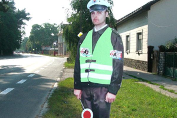 Vodiči pri pohľade na plechového policajta viac dodržujú pravidlá cestnej premávky.