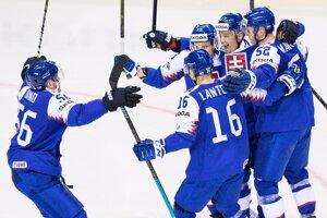 Slováci oslavujú gól v zápase Slovensko - Kanada na MS v hokeji 2019.