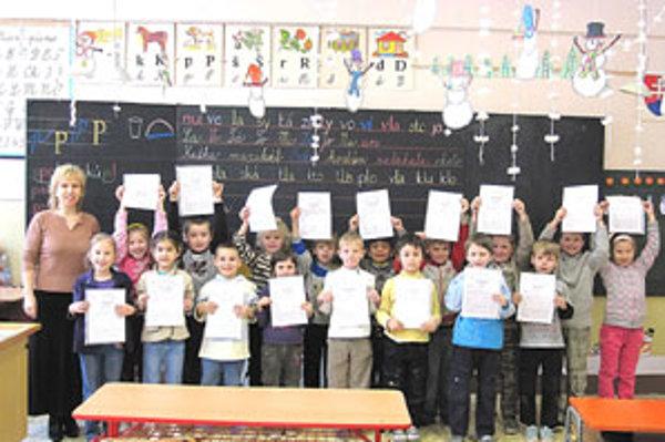 V piatok dostali žiaci prvých tried svoje prvé vysvedčenia.