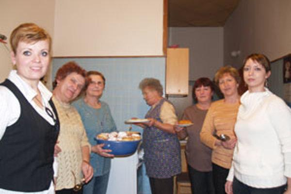 Šikovné ženy upiekli na stretnutí okolo sedemdesiat šišiek.