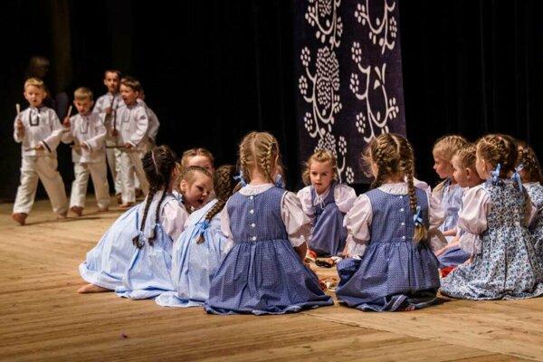 Detský folklórny súbor Nezábudka