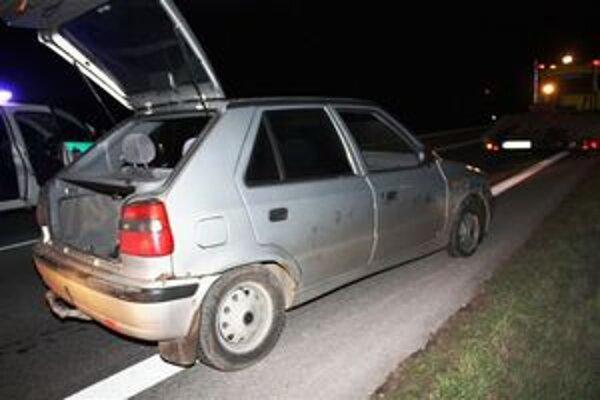 Páchateľ unikal polícii na striebornej Felícii.