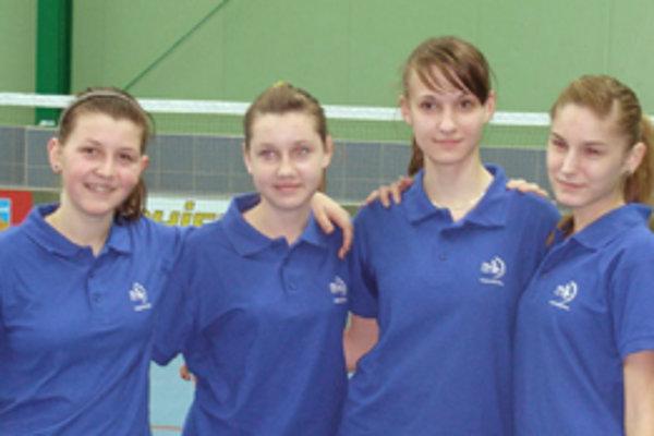 Mladé bedmintonistky D. Antalová, I. Lásková, E. Trnavská a N. Bálintová úspešne reprezentujú Kalinovo.
