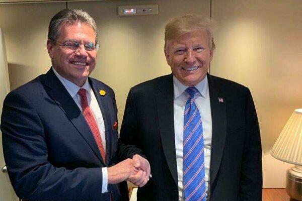 Podpredseda Európskej komisie Maroš Šefčovič a prezident USA Donald Trump počas presunu špeciálom Air Force One z Washingtonu do amerického štátu Luisiana.