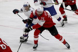 Mathias Trettenes (vľavo) a Joel Genazzi v zápase Švajčiarsko - Nórsko na MS v hokeji 2019.
