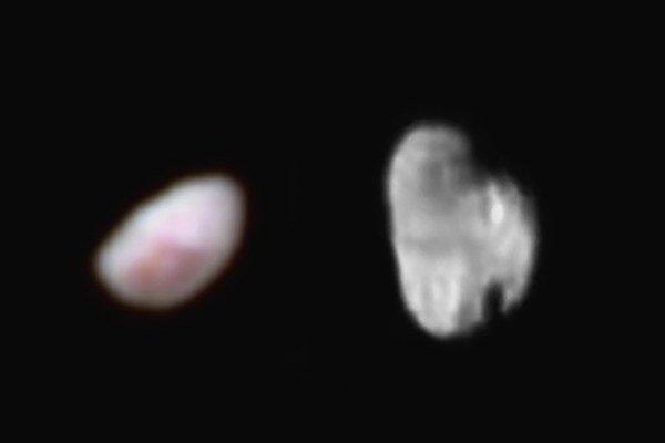 Plutove mesiace Nix (vľavo) a Hydra (vpravo).