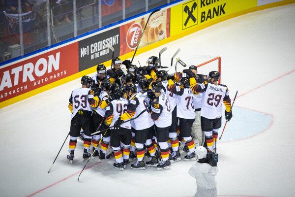 Nemeckí hokejisti potrebujú zdolať USA, aby malo Slovensko ešte šancu na štvrťfinále.