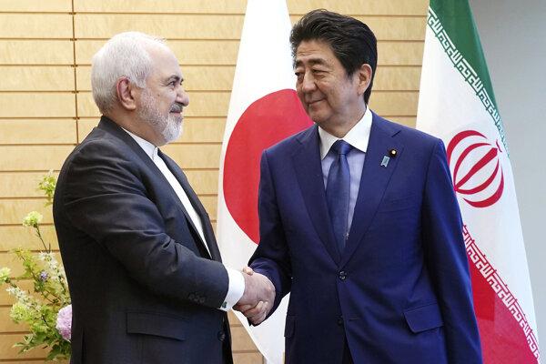 Muhammad Džavád Zaríf a Shinzo Abe.
