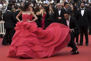 Modelka Sririta Jensenová pred premiérou filmu Les Misérables